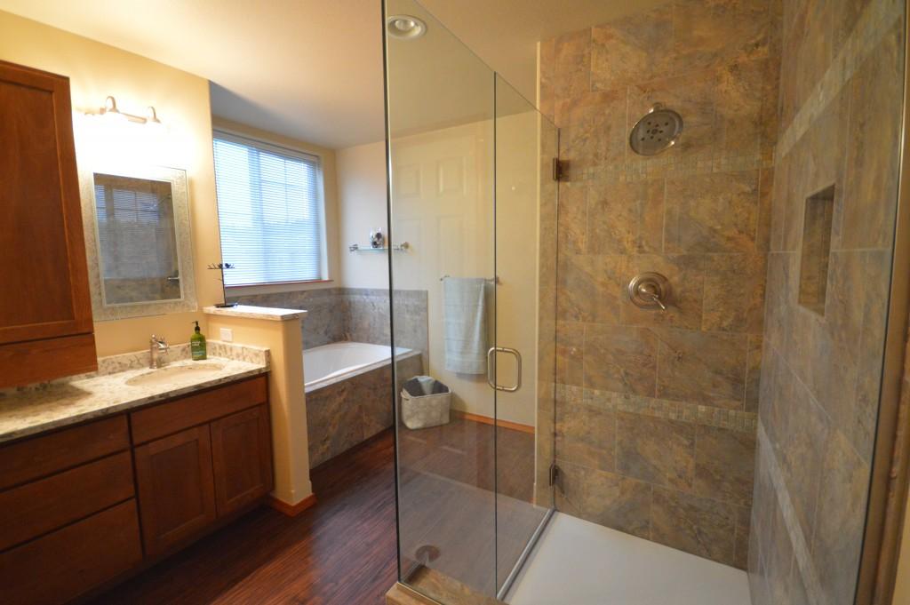 Five piece bathroom bathroom design ideas for Bathroom remodel 80122